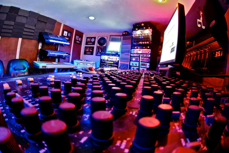 Phoenix AZ Full Well Recording Studios Equipment List